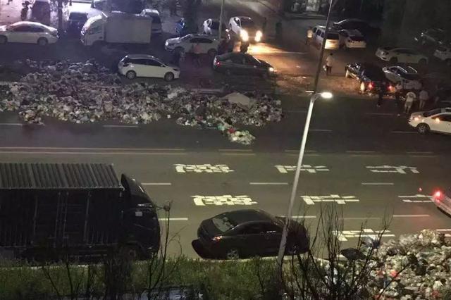 延吉市龙华尚城小区垃圾堆积臭味熏天!这事解决了!