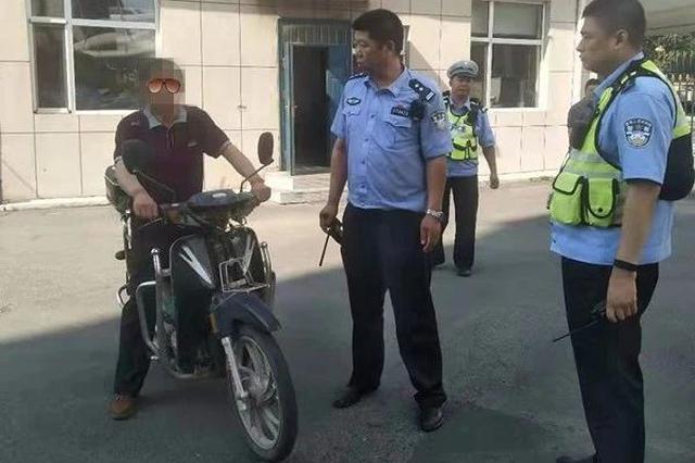长春一男子骑无牌摩托车 被检查时还发现无证、酒驾