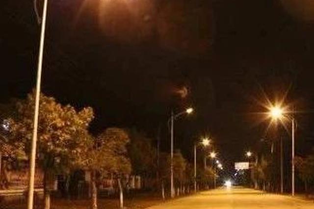 延边一男子用弹弓打路灯杆 被民警叫停!