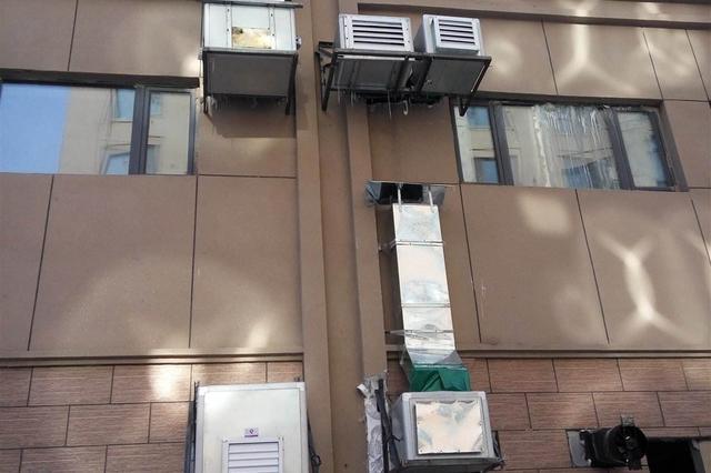 延吉一饭店排放油烟 七楼住户苦不堪言!