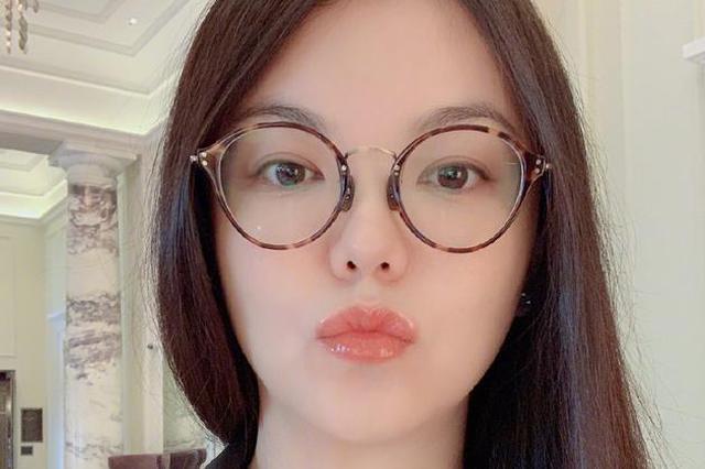 李湘回应直播卖货争议:何必上纲上线大作文章?