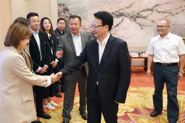 """景俊海接见2022年北京冬残奥会吉祥物""""雪容融""""创作团队"""