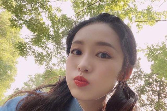 李沁双马尾活力录制综艺 嘟嘴自拍清纯少女感满分