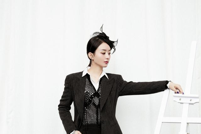 赵丽颖渔网头饰造型优雅 波点西装全黑LOOK霸气十足