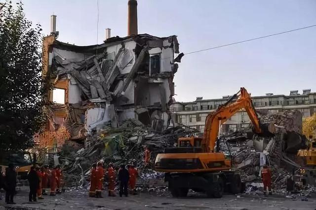 仍有4人被困 吉林白城一银行办公楼坍塌致1死4伤
