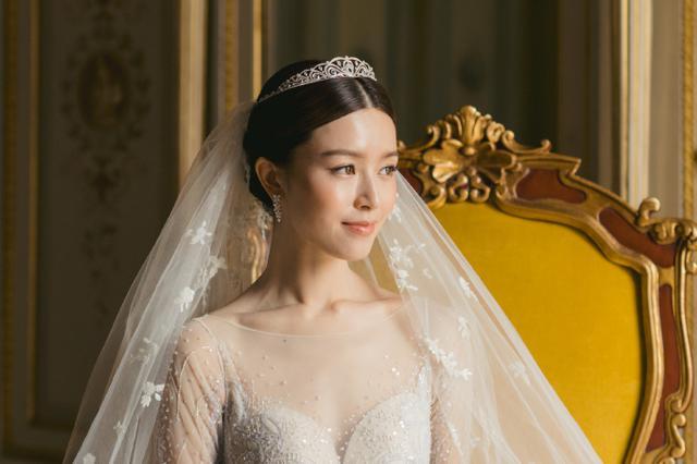 文咏珊晒婚礼照感谢见证 穿刺绣婚纱现场浪漫幸福