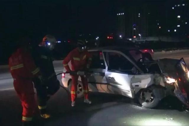 长春市九台区发生交通事故 消防成功救出被困人员