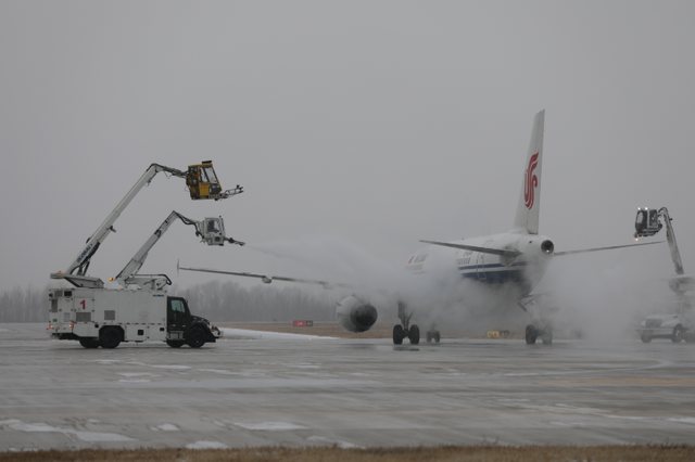 长春机场全力保障今冬初雪