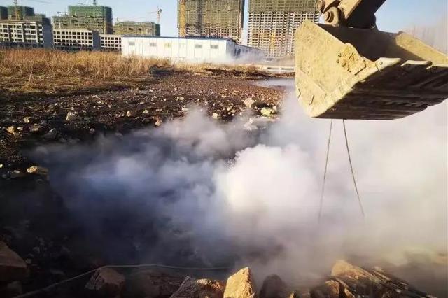 长热集团一供暖管道被挖漏:提前九小时完成抢修