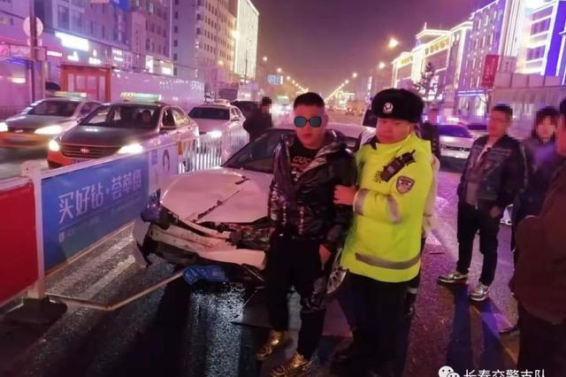 交警队门前发生交通事故 驾驶员涉嫌醉驾、套牌等