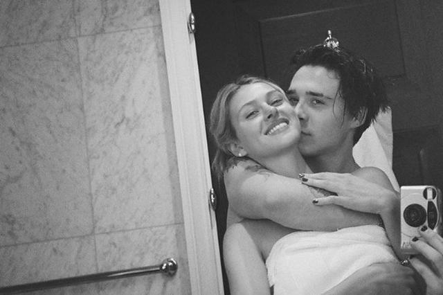 甜蜜紧拥吻脸颊!布鲁克林晒和女友围浴巾自拍照
