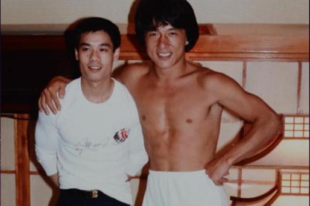 成龙分享与李宁35年前合照 身材健壮青春气息十足
