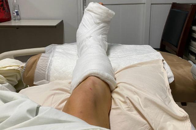张云雷小腿裹满纱布报平安:手术很顺利放心