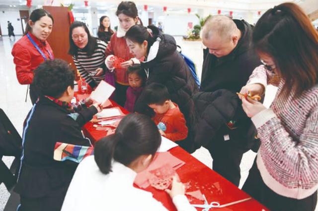 吉林省图书馆开展系列迎新春活动 书法家现场送春联