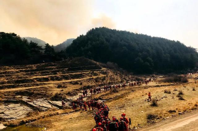 吉林省400名森林消防总队指战员赴山西扑救山火