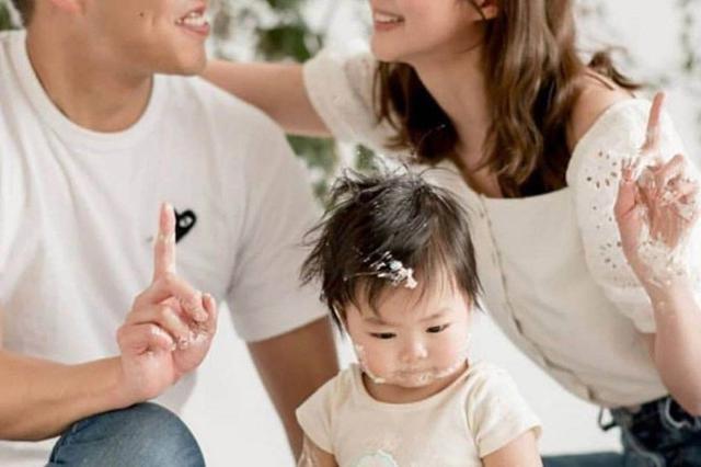 TVB女星岑丽香晒全家福 为儿子庆一岁生日超温馨