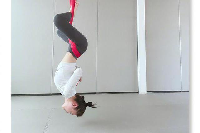 袁姗姗晒高难度瑜伽动作 倒挂大秀性感身材曲线