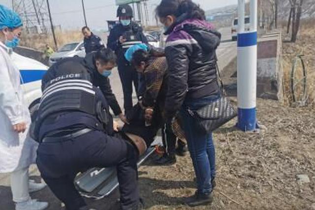 吉林白山边境管理支队民警救助轻生女子
