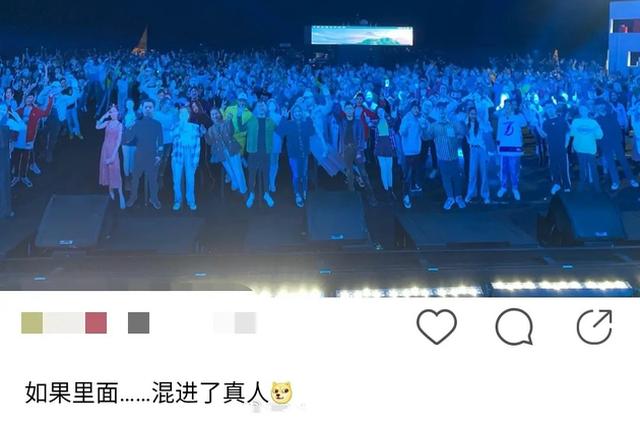 李振宁绿洲晒录制照 舞台下摆满人形立牌气氛恐怖