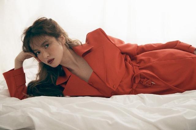 宋慧乔最新杂志大片曝光 红衣红唇长卷发性感撩人