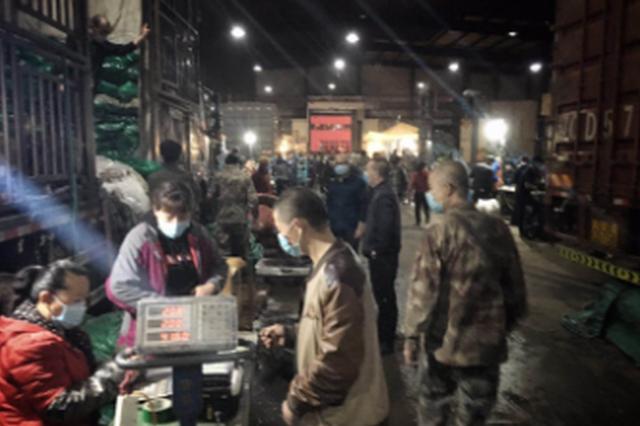 记者夜访吉林市批发市场:每天多供300吨蔬菜,不用抢,足够吃
