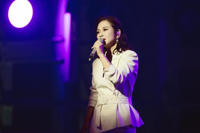 陈松伶暂别《乘风破浪的姐姐》:50岁是最美的开始