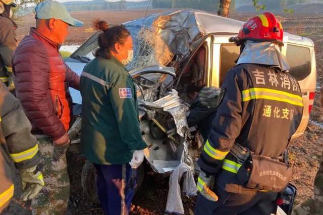 通化消防与时间赛跑紧急营救车祸被困司机
