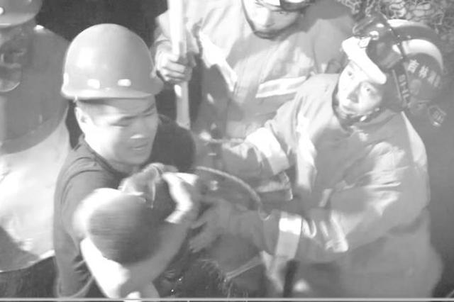 桦甸3岁儿童不慎坠入6米深井 消防员历经2个多小时成功救援!