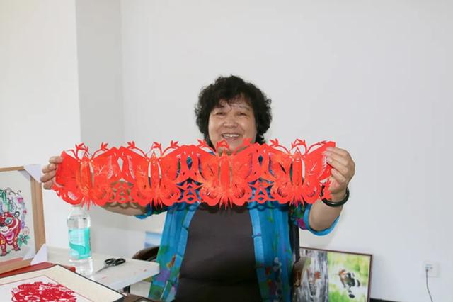 非物质文化遗产丰宁满族剪纸传承人石俊凤工作室落户长白山池南区