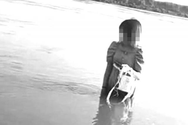 榆树20岁女子因感情问题欲跳江轻生 民警不顾个人安危及时解救