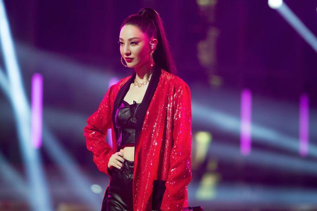 郑希怡方回应彩排时受伤 这两天仍在继续录制节目