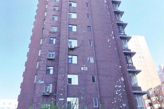 长春湖畔诚品小区近500户业主 因房屋漏雨苦不堪言