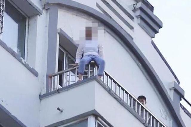 白山的哥七楼救下轻生女 3个月前曾制服持刀劫匪
