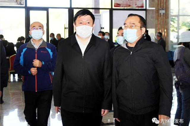 吉林市市长贺志亮检查节日期间旅游安全
