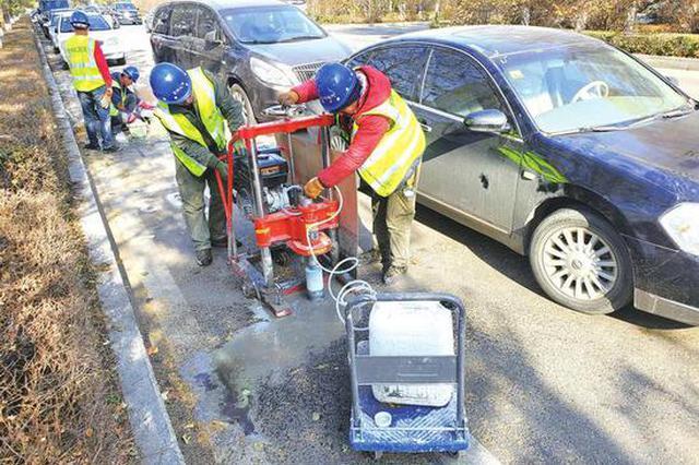 长春路边停车位正在安装地磁传感器 为收费做准备