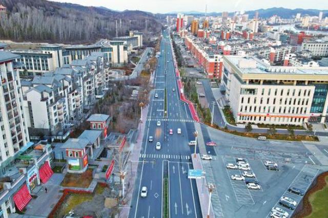 """""""民生套餐""""让幸福更有""""质感"""" 白山市加强交通基础设施建设助力高质量发展侧记"""