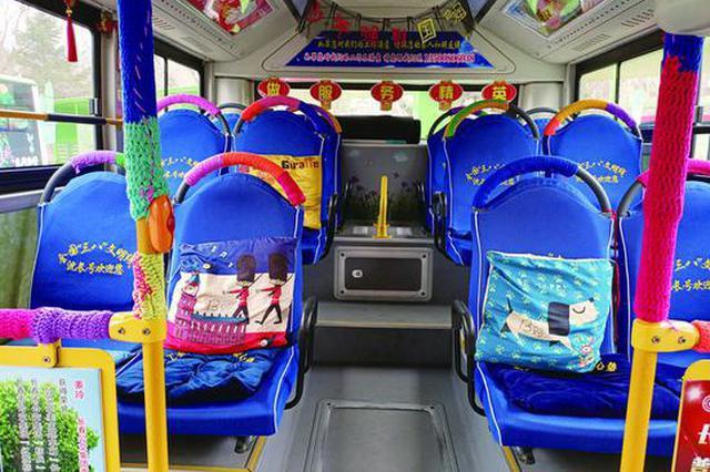 """长春这辆公交车上的栏杆和扶手穿上了""""冬衣"""""""