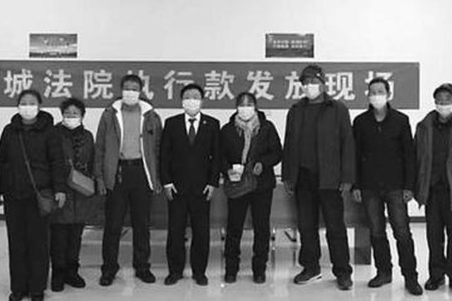 长春市宽城区人民法院为15名农民工追回拖欠工资