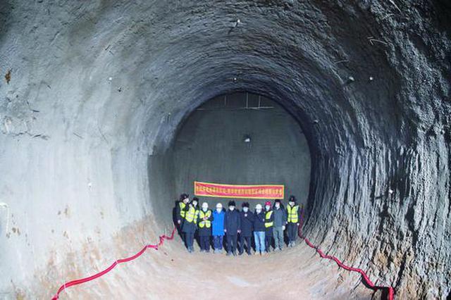 长春市轨道交通6号线首个暗挖区间双线贯通