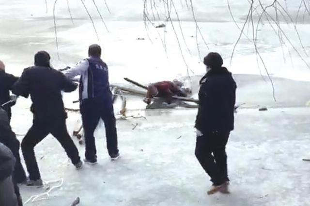 長春一男子墜入南湖冰窟 急救人員4分鐘趕到將其救出