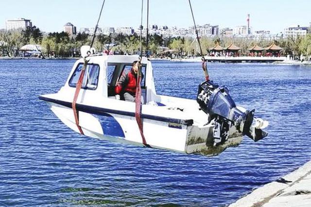 長春南湖公園救助船艇成功下湖投入工作