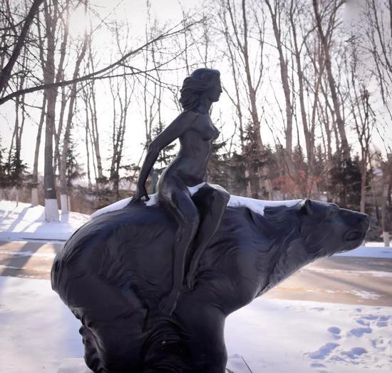 冬季的长春世界雕塑公园别有一番风情。