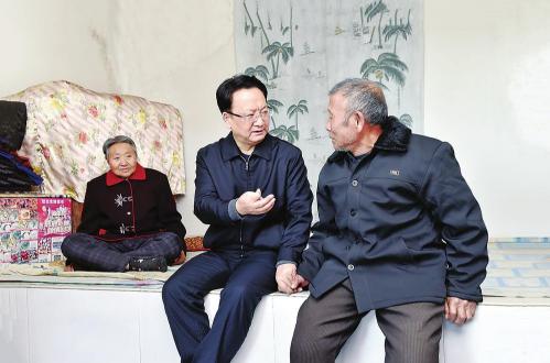 1月2日,省委副书记、省长景俊海到白城市通榆县,就脱贫攻坚工作进行调研。记者 邹乃硕 摄