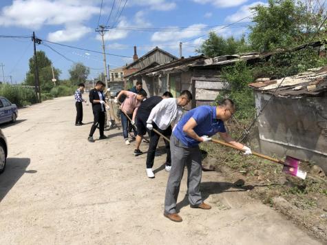 龙井市政务服务和数字化建设管理局开展党员进社区服务活动