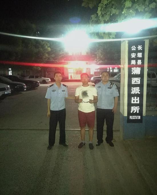 嫌犯葛某某自首。图片来源:河南省公安厅