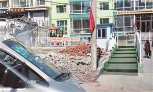 纠纷来源于小区大门口的这条路。刘连宇 摄