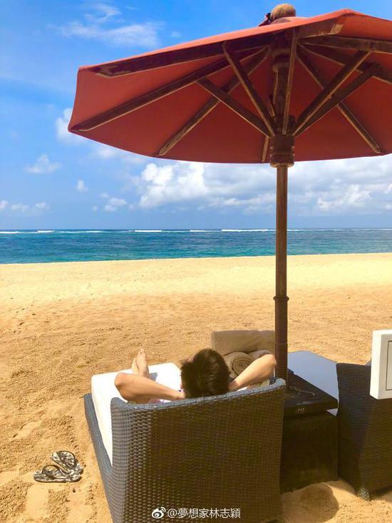 林志颖海边享受舒适假期