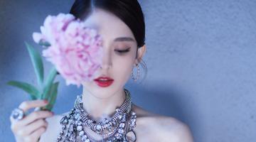 娜扎戛纳亮相 黑刺绣玫瑰裙