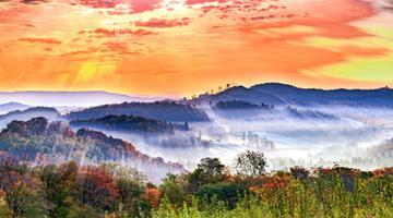 秋色长白山 用色彩勾勒出的美景