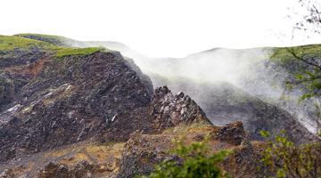 大雾笼罩下的长白山